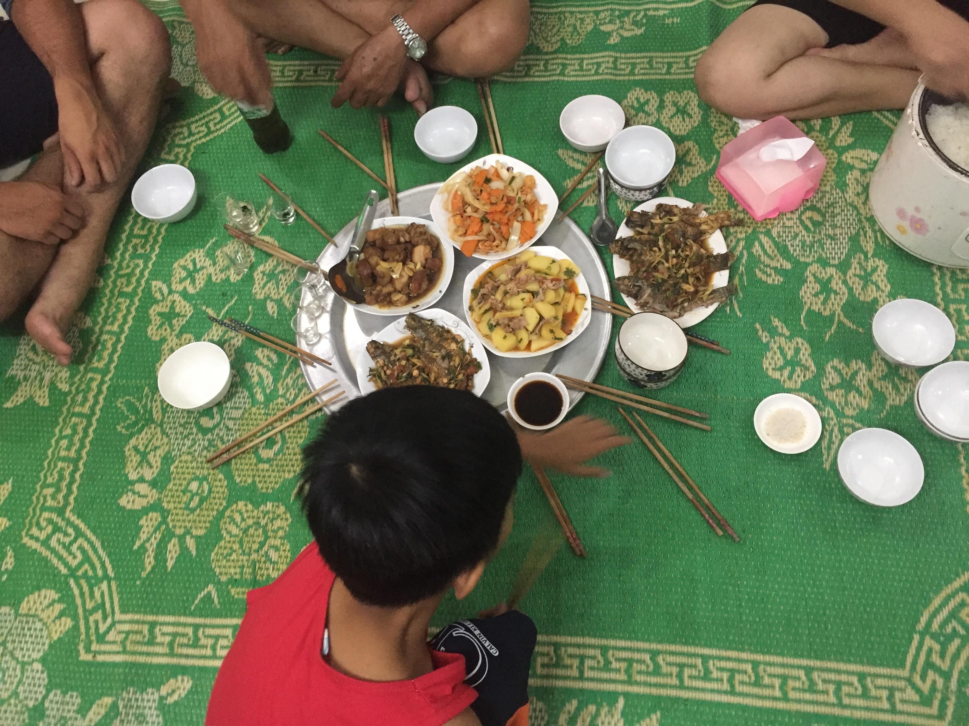 family_dinner_vietnam